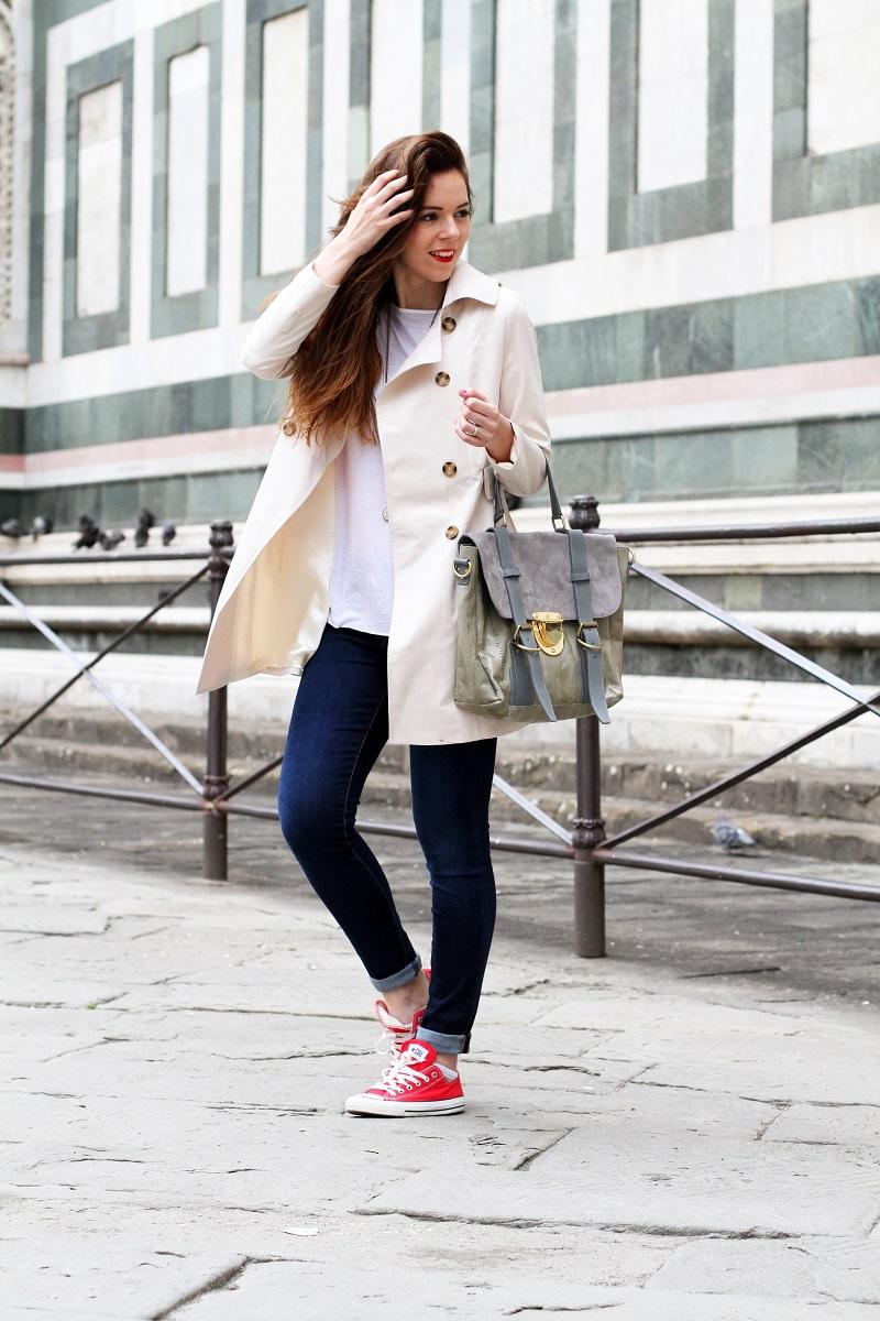 converse rosse | trench | su-shi bag | borsa su-shi | borsa grande grigia | rossetto rosso | jeans fornarina | denim | jeans | fashion | fashion blogger | moda | firenze | outfit | look | idee look | look casual 4