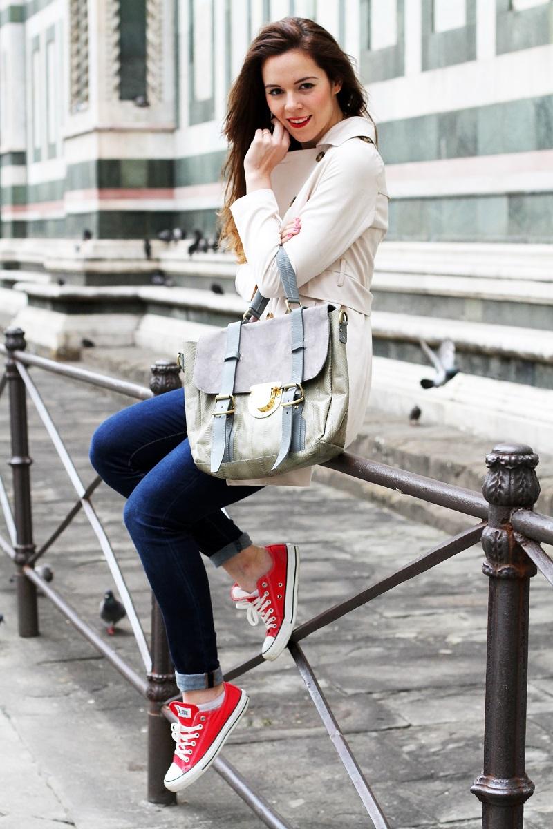 converse rosse | trench | su-shi bag | borsa su-shi | borsa grande grigia | rossetto rosso | jeans fornarina | denim | jeans | fashion | fashion blogger | moda | firenze | outfit | look | idee look | look casual