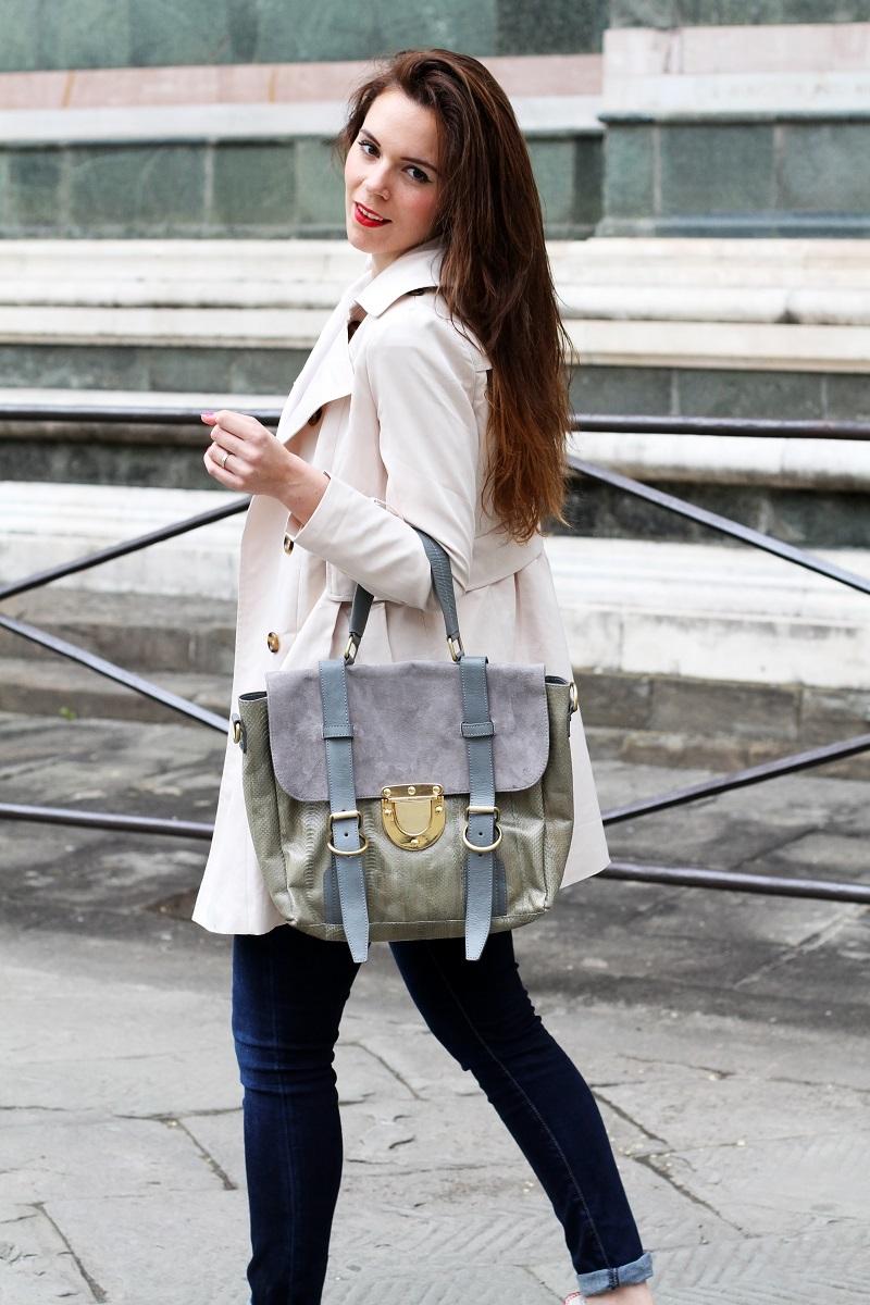 trench | su-shi bag | borsa su-shi | borsa grande grigia | rossetto rosso | jeans fornarina | denim | jeans | fashion | fashion blogger | moda | firenze | outfit | look | idee look | look casual