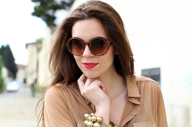 occhiali da sole tondi | rossetto fucsia