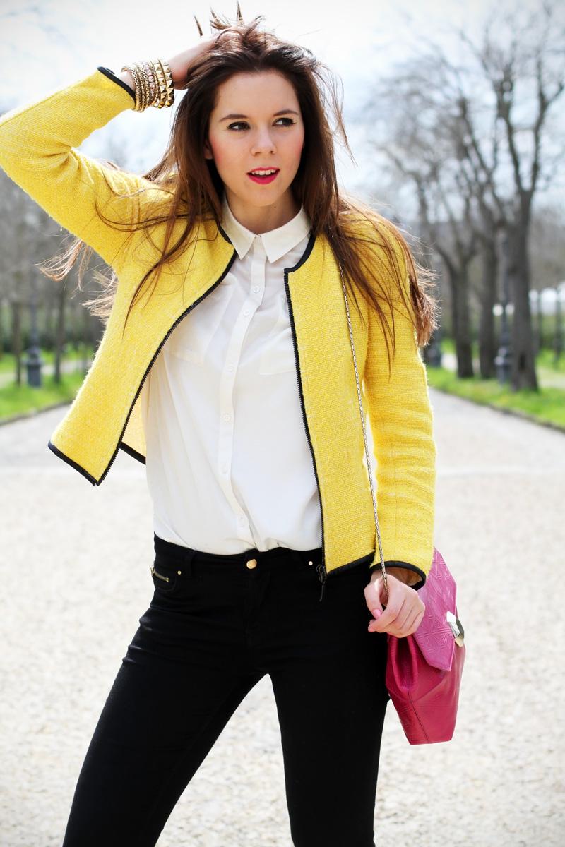 outfit | look | camicia bianca | ragazza | giacca gialla | borsa fucsia | skinny jeans | pantaloni neri | bvlgari | zara | rossetto fucsia 4