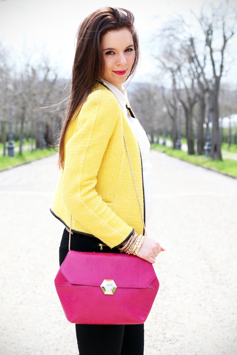outfit | look | camicia bianca | ragazza | giacca gialla | borsa fucsia | skinny jeans | pantaloni neri | bvlgari | zara | rossetto fucsia 3