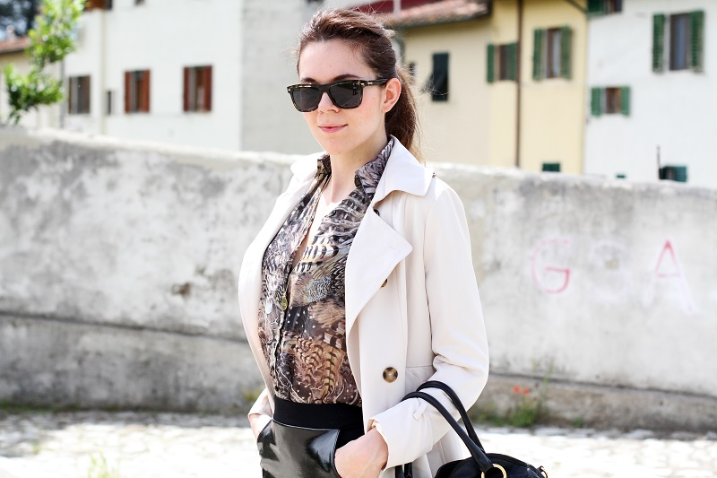 trench | occhiali da sole spektre | spektre | sheinside | animalier | gonna sadomaso | gonna tubino | longuette | gonna latex | prada | borsa prada | outfit chic giovane | outfit | look | irene colzi | fashion | fashion blog | fashion blogger 3
