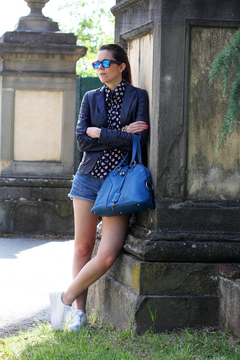 spektre | occhiali da sole | occhiali da sole a specchio | giacca di pelle blu | camicia fantasia donna | shorts jeans | shorts denim | pantaloncini corti | jeffrey campbell | sneakers platform | sneakers zeppa 4