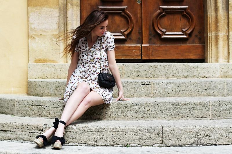 redsoul | aix-en-provence | moschino | borsa moschino | scarpe zeppa corda | lolita | fashion blogger | outfit | look | moda | vestito mare | vestito campagnolo | evento bloggers | evento redsoul | irene closet | irene colzi 2