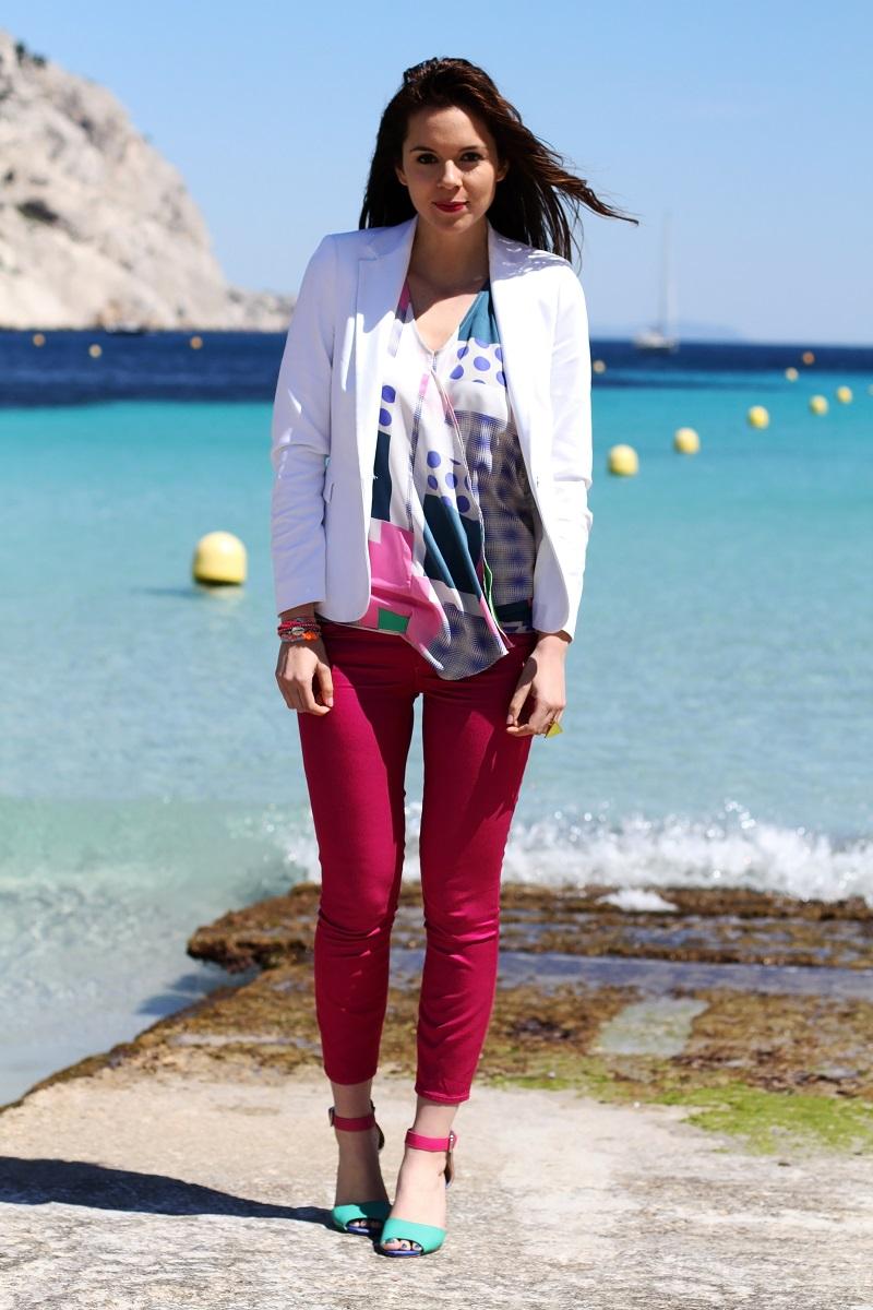 calanque | redsoul | provence | marseille | aix en provence | provenza | fashion blog | fashion blogger | outfit | look | mare | spiaggia | giacca bianca | canottiera colorata | pantaloni fucsia | golden sign | pantaloni capri | scarpe multicolore | scarpe colorate 3