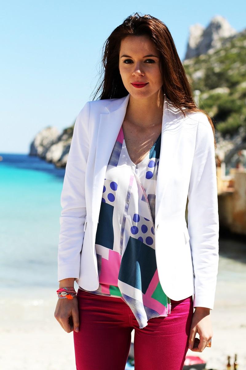 calanque | redsoul | provence | marseille | aix en provence | provenza | fashion blog | fashion blogger | outfit | look | mare | spiaggia | giacca bianca | canottiera colorata | pantaloni fucsia | golden sign | pantaloni capri 1