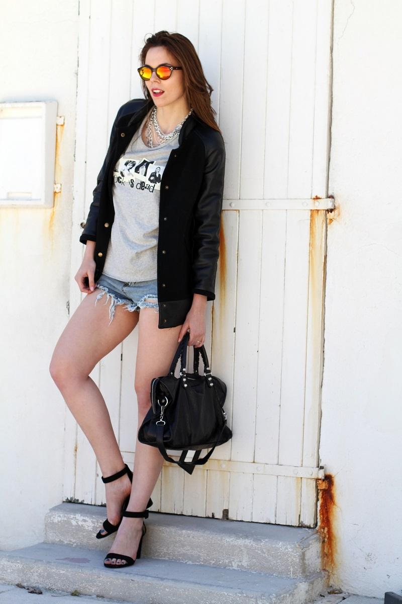 rock is dead | irene colzi | irene closet | fashion blogger | moda | fashion | occhiali da sole specchiati | mirror sunglasses | spektre | versity jacket | shorts jeans | mini shorts | scarpe zara | balenciaga | borsa balenciaga | outfit casual 1