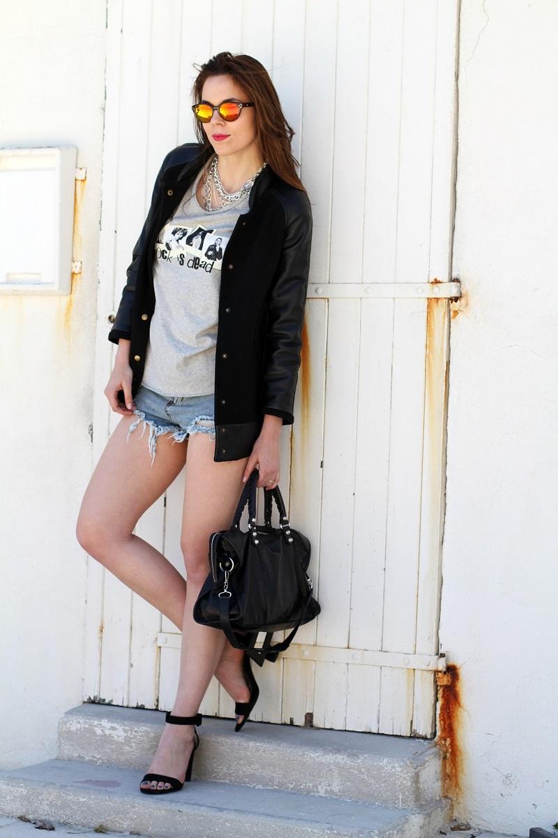 rock is dead | irene colzi | irene closet | fashion blogger | moda | fashion | occhiali da sole specchiati | mirror sunglasses | spektre | versity jacket | shorts jeans | mini shorts | scarpe zara | balenciaga | borsa balenciaga | outfit casual 2