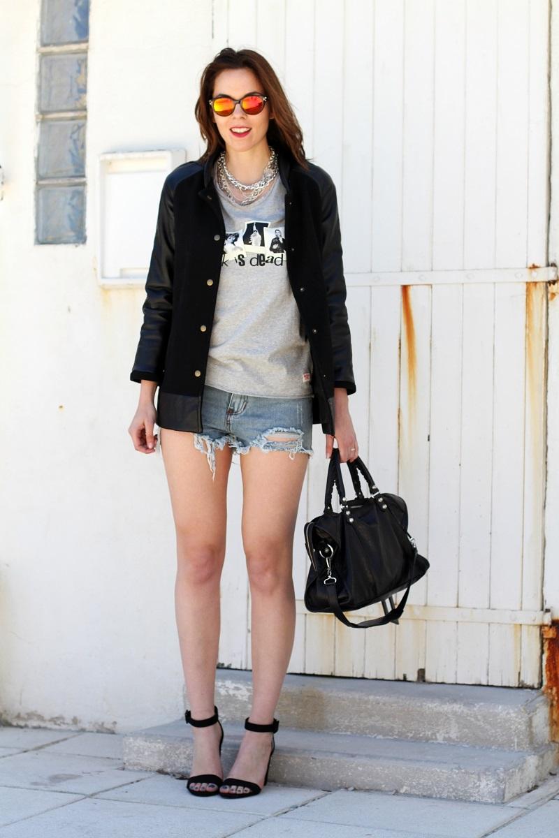 rock is dead | irene colzi | irene closet | fashion blogger | moda | fashion | occhiali da sole specchiati | mirror sunglasses | spektre | versity jacket | shorts jeans | mini shorts | scarpe zara | balenciaga | borsa balenciaga | outfit casual 3