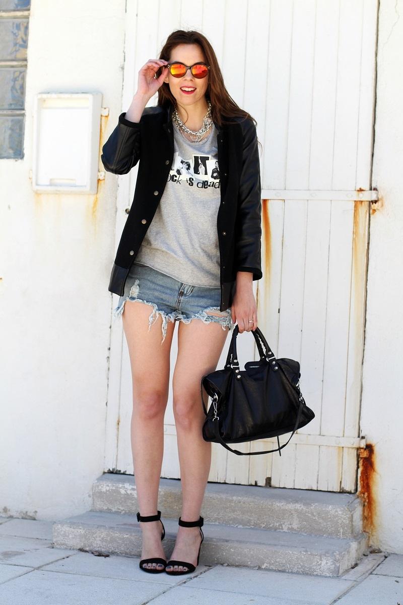rock is dead | irene colzi | irene closet | fashion blogger | moda | fashion | occhiali da sole specchiati | mirror sunglasses | spektre | versity jacket | shorts jeans | mini shorts | scarpe zara | balenciaga | borsa balenciaga | outfit casual