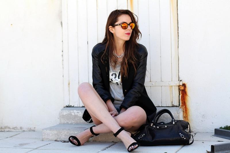irene colzi | irene closet | fashion blogger | moda | fashion | occhiali da sole specchiati | mirror sunglasses | spektre | versity jacket | shorts jeans | mini shorts | scarpe zara | balenciaga | borsa balenciaga | outfit casual 5