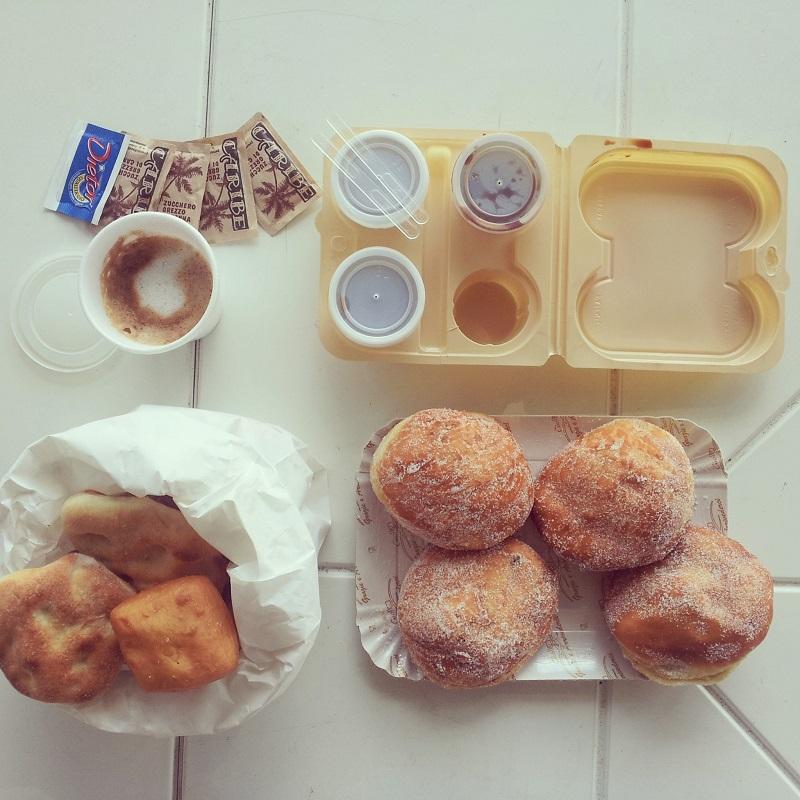 colazione | colazione al mare | brioche | bomboloni