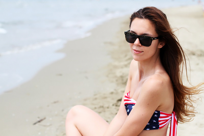 Due pezzi | bikini | costume americano | ragazza costume | costume da bagno | ragazza bikini | capelli lunghi | capelli sani 5