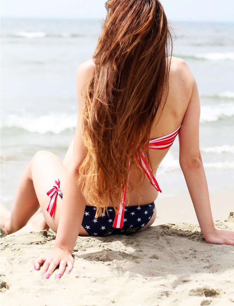 Due pezzi | bikini | costume americano | ragazza costume | costume da bagno | ragazza bikini | capelli lunghi | capelli sani 4