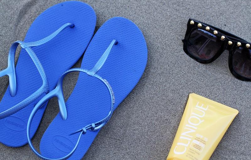 infradito | sandali mare | infradito mare | solare | occhiali da sole | estate | mare