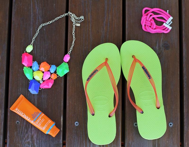 HAVAIANAS | infradito | sandali mare | infradito mare | solare | collana colorata | collana fluo | bracciale fluo | fluo | colori fluo