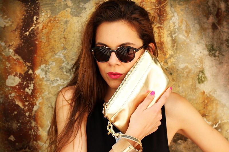 occhiali da sole | occhiali da sole giorgio armani | pochette oro | moda | fashion