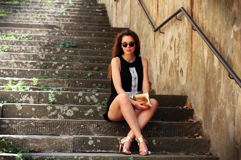 la domenica | irene colzi | irene closet | fashion blogger | fashion blog | outfit | look | scarpe oro | maglia croce | occhiali da sole | occhiali da sole giorgio armani | pochette oro | moda 2