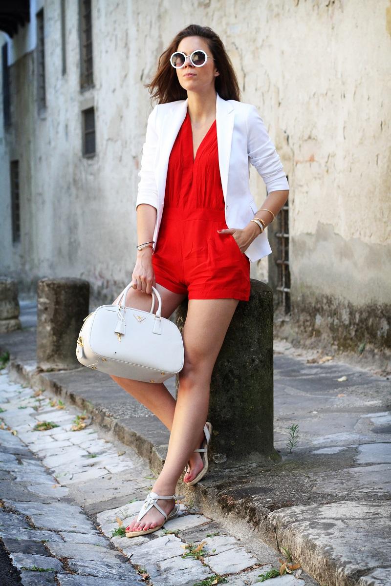 tuta | tutina | blazer | blazer bianco | giacca bianca | occhiali da sole rotondi | occhiali da sole | prada | borsa prada | borsa bianca | moda | fashion | fashion blogger | streetstyle | outfit | look