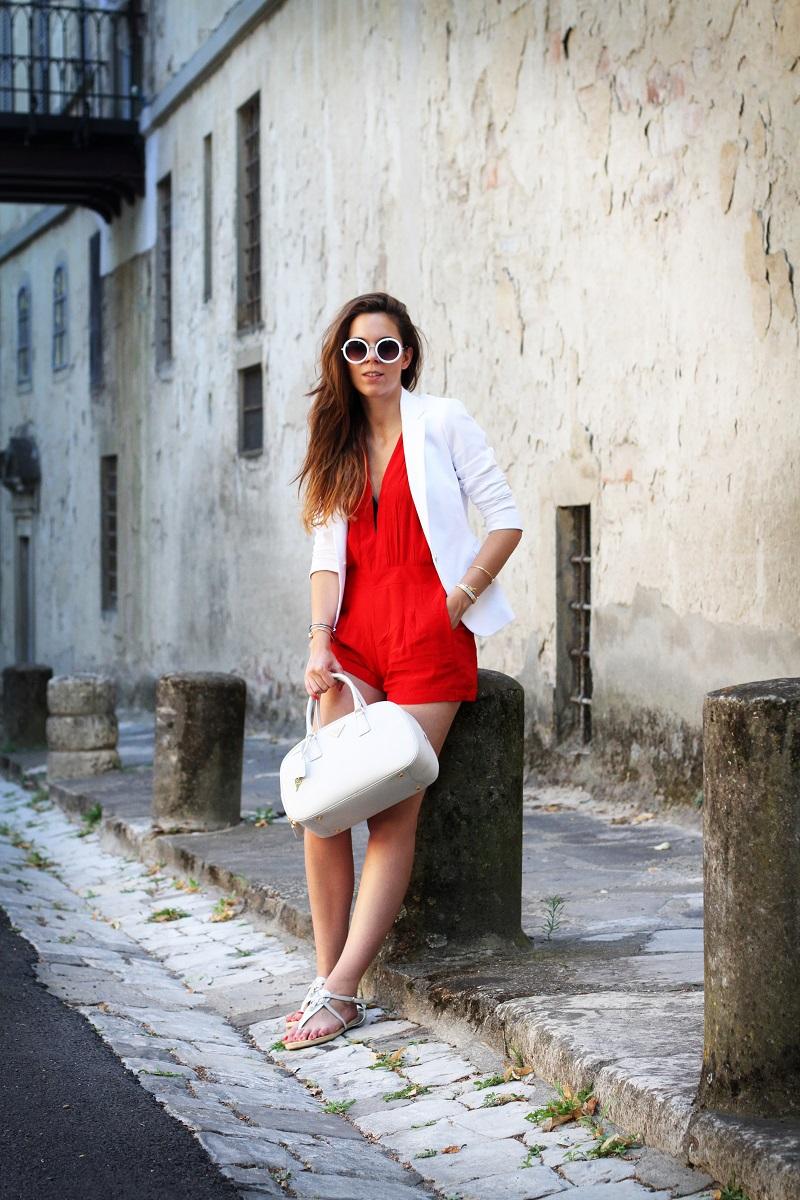 tuta | tutina | blazer | blazer bianco | giacca bianca | occhiali da sole rotondi | occhiali da sole | prada | borsa prada | borsa bianca | moda | fashion | fashion blogger | streetstyle | outfit | look 1