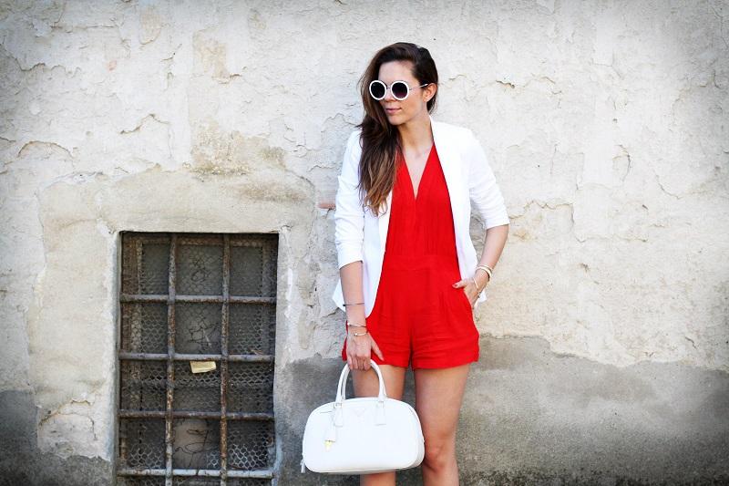 tuta | tutina | blazer | blazer bianco | giacca bianca | occhiali da sole rotondi | occhiali da sole | prada | borsa prada | borsa bianca | moda | fashion | fashion blogger | streetstyle | outfit | look 3