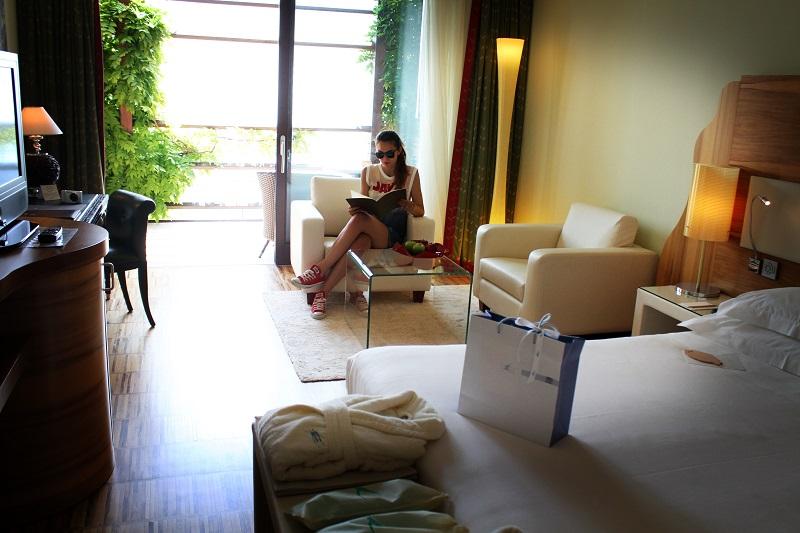 Lago di garda | le fay | resort | balenciaga | converse | lo squalo | hm | look | outfit | irene colzi