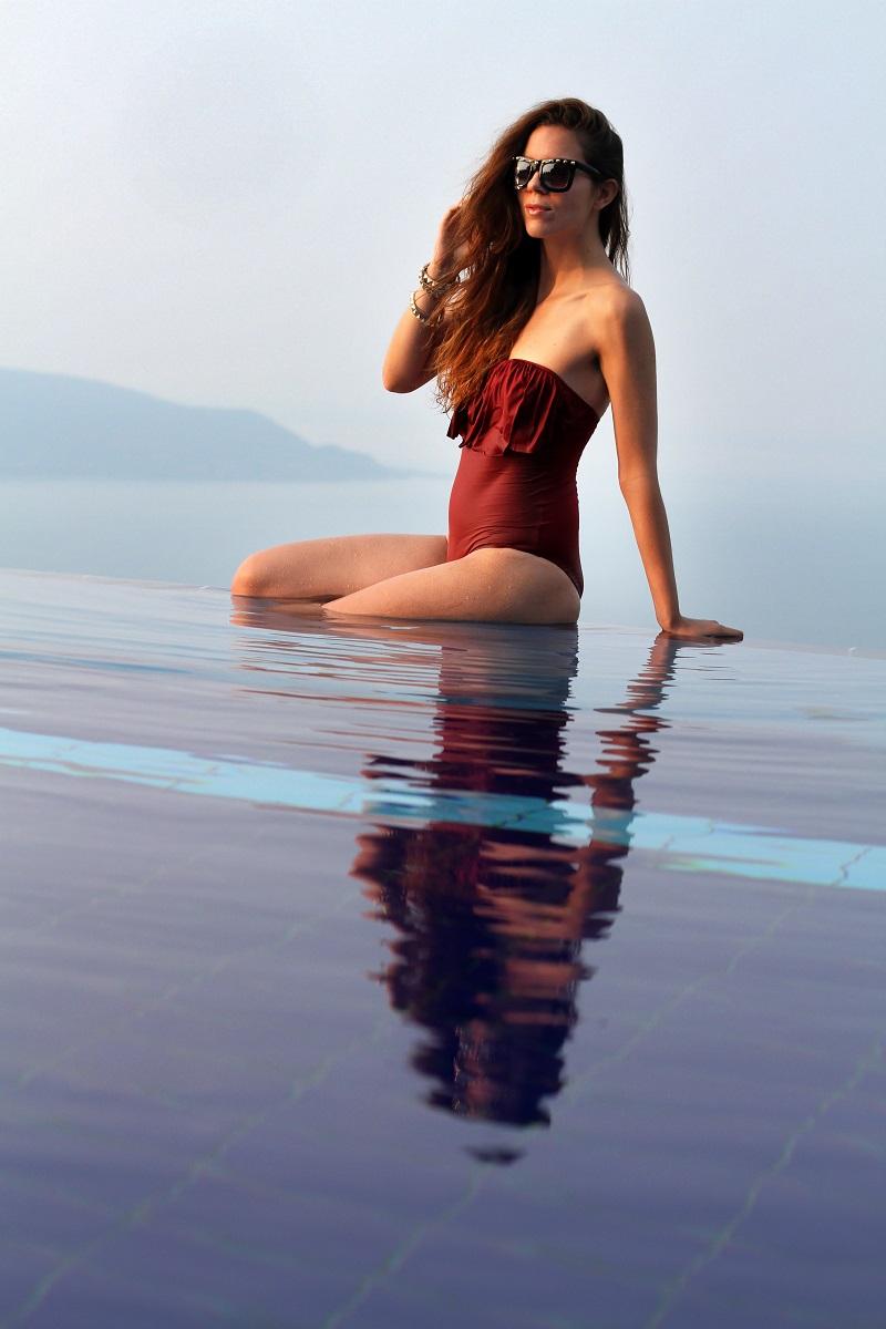 le fay | le fay resort | lago di garda | costume intero | costume da bagno | asos | bikini | estate 2013 | ragazza piscina | piscina | costume da bagno rosso | costume intero rosso | occhiali da sole borchie | fitspo | fisico perfetto | irene colzi | fashion blogger | look | outfit  1