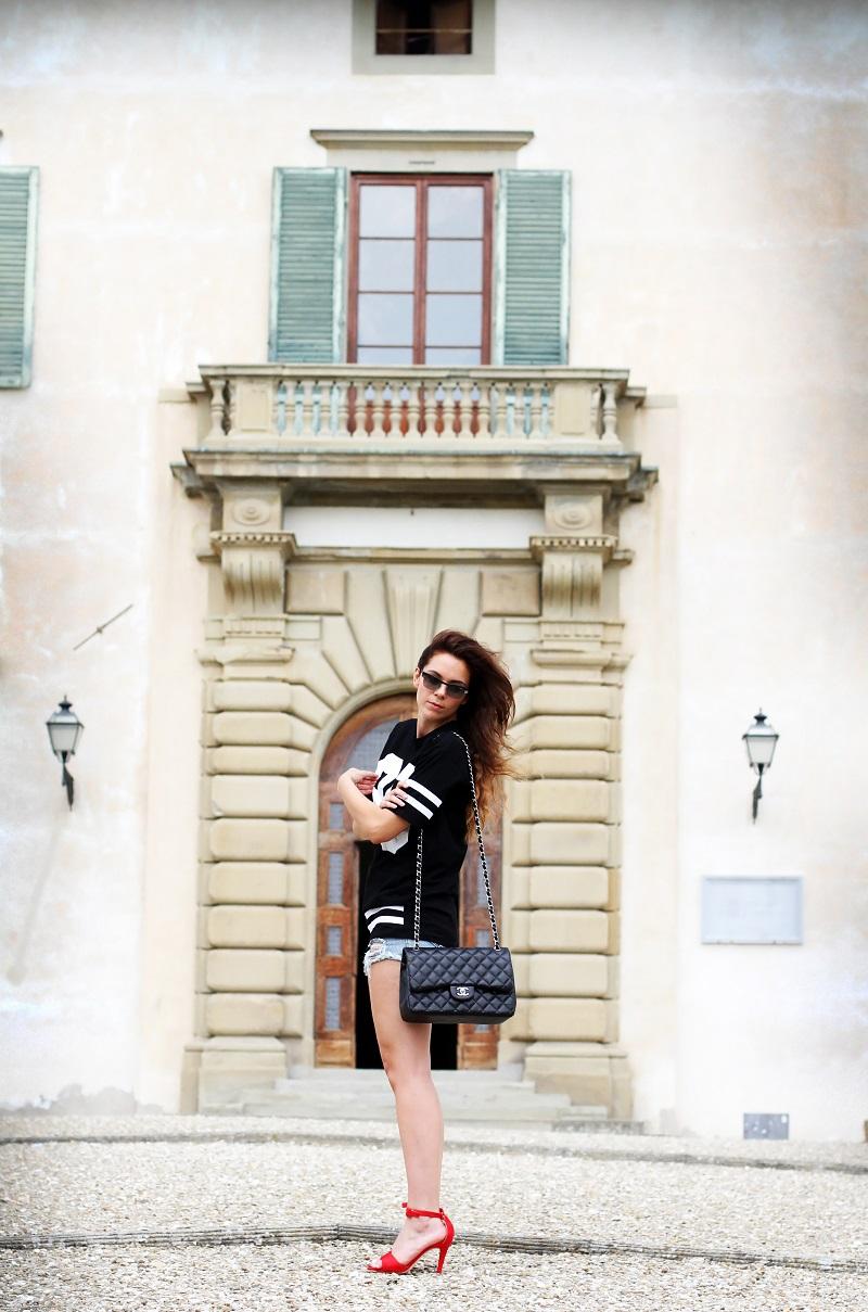 chanel bag | nuovi capelli | maglia con numero | shorts jeans |  vogue eyewear | luxottica | outfit | look | irene colzi | irene closet | scarpe rosse | sandali rossi 3