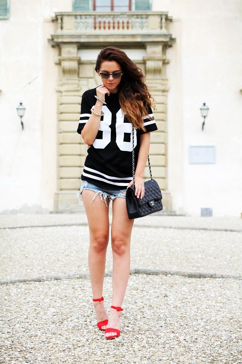 chanel bag | nuovi capelli | maglia con numero | shorts jeans |  vogue eyewear | luxottica | outfit | look | irene colzi | irene closet | scarpe rosse | sandali rossi