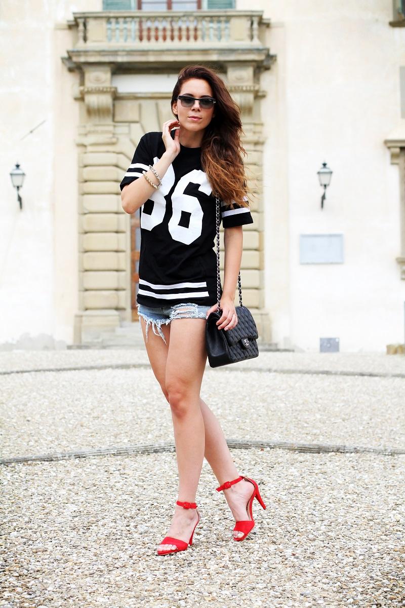 chanel bag | nuovi capelli | maglia con numero | shorts jeans |  vogue eyewear | luxottica | outfit | look | irene colzi | irene closet | scarpe rosse | sandali rossi 2