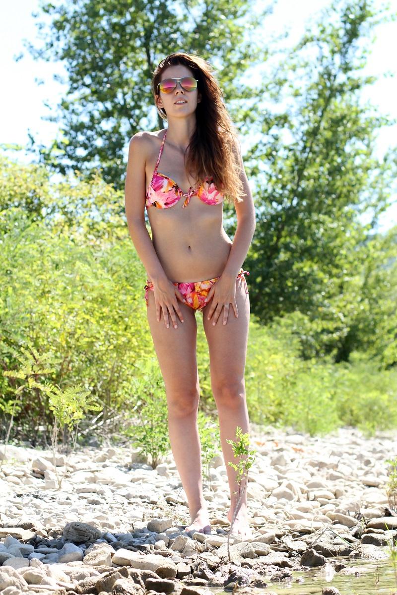 lago di bilancino | bikini | summer | estate | fucsia | aviator specchiati | aviator | fashion blogger bikini | fashion blogger costume da bagno | vacanze al lago | lago | bagno nel lago 4