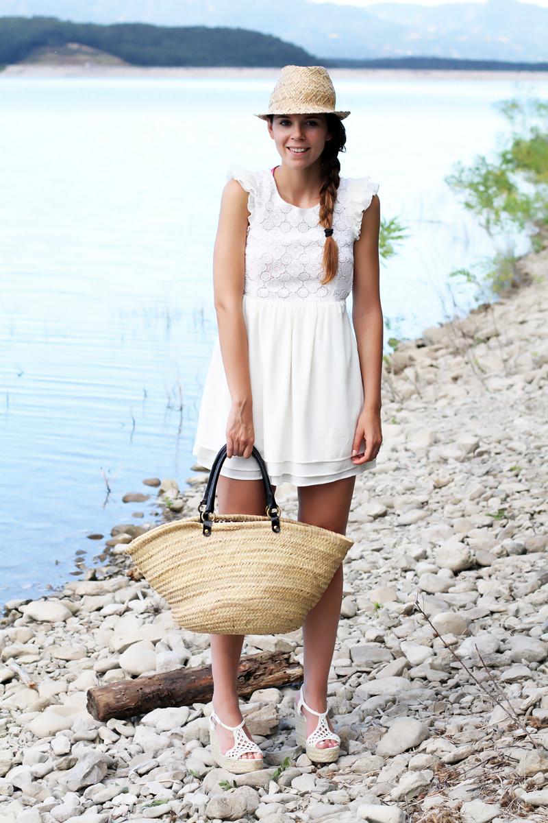 vestito bianco | cappello paglia | lago barberino | zeppe paglia | vestito pizzo | copricostume | outfit mare | outfit lago