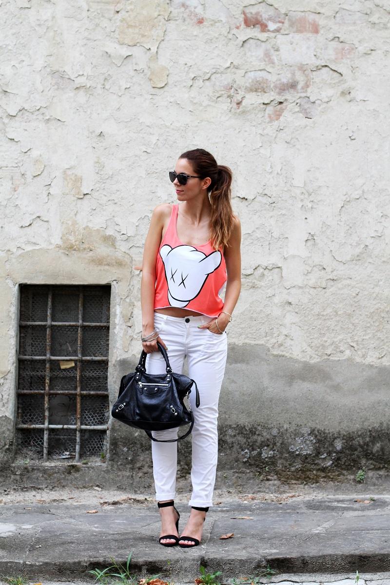 collezione primavera estate 2013 | crop top | pantaloni bianchi | tshirt simpatica | laura biagiotti | borsa balenciaga | borsa | scarpe zara
