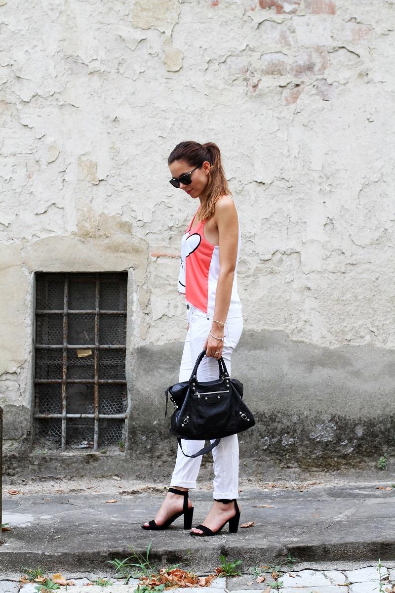 collezione primavera estate 2013 | crop top | pantaloni bianchi | tshirt simpatica | laura biagiotti | borsa balenciaga | borsa | scarpe zara 2