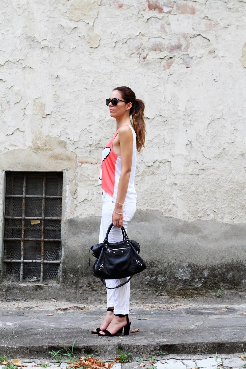 collezione primavera estate 2013 | crop top | pantaloni bianchi | tshirt simpatica | laura biagiotti | borsa balenciaga | borsa | scarpe zara 3