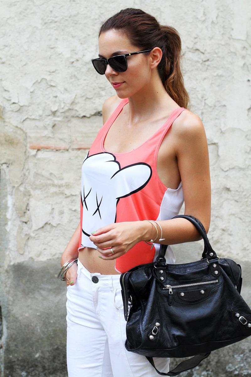 collezione primavera estate 2013 | crop top | pantaloni bianchi | tshirt simpatica | laura biagiotti | borsa balenciaga | borsa nera | balenciaga 1