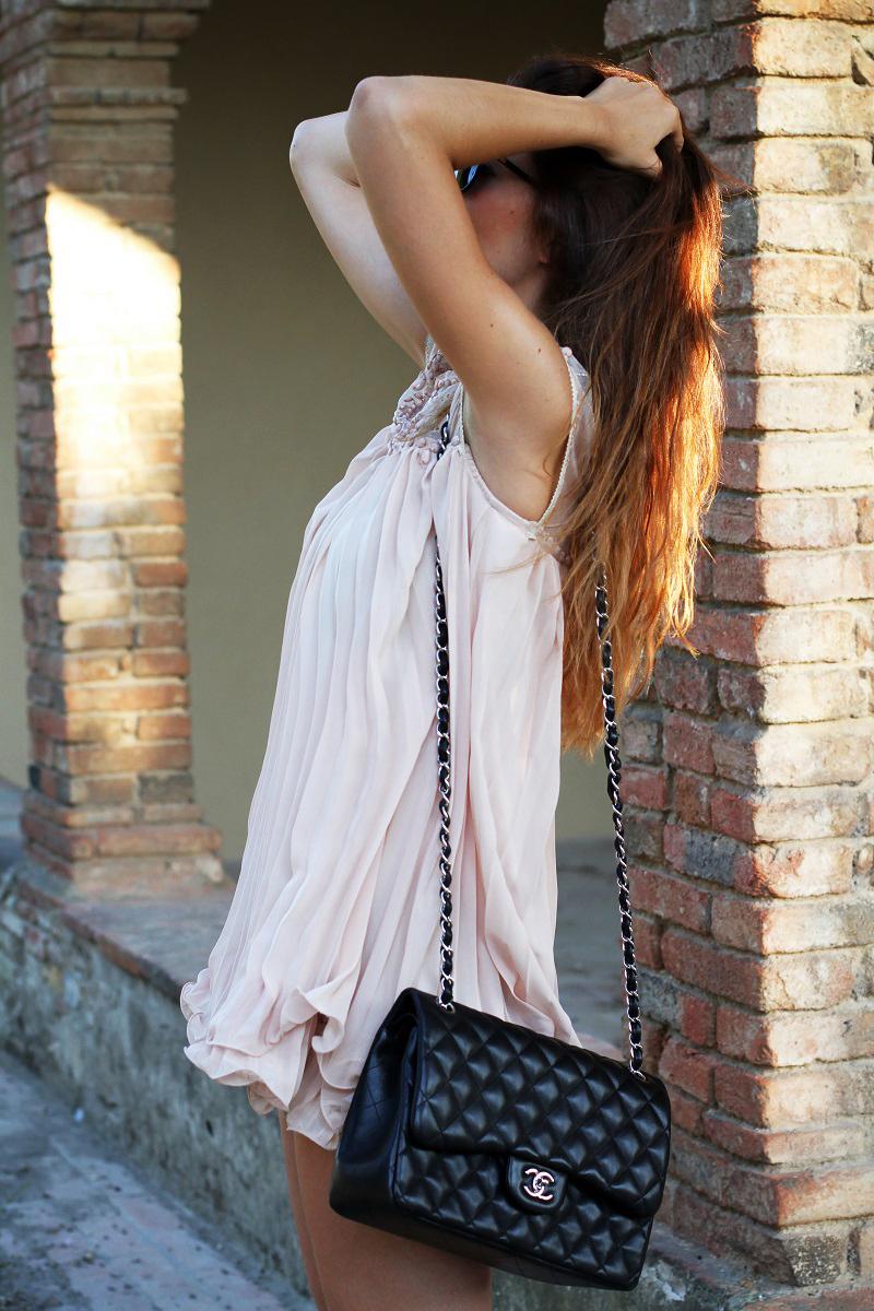 vestito elegante | abito corto | vestito rosa | abito elegante | vestito elegante | outfit chic | look elegante | borsa chanel jumbo | borsa chanel 2.55 | borsa chanel 1