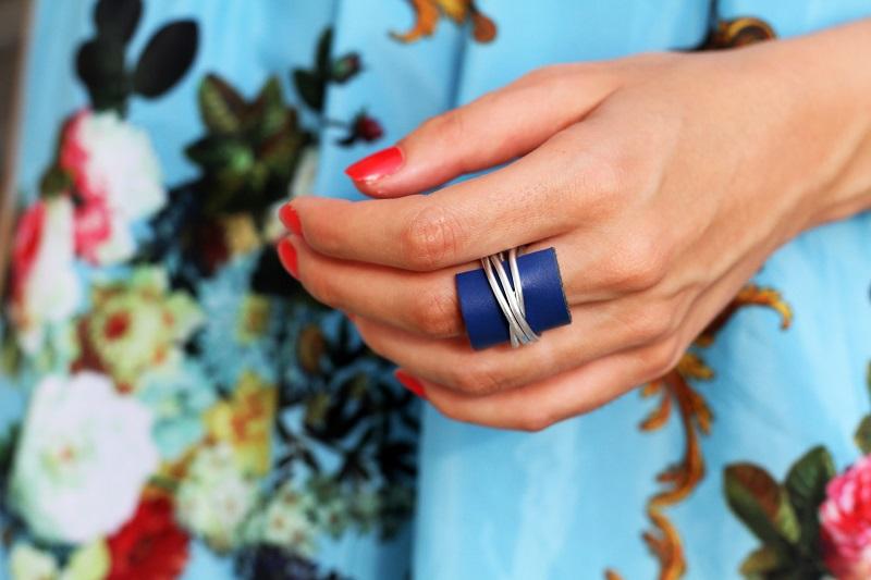 anello | anello blu | accessori | smalto rosso