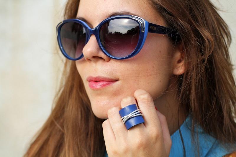 anello | anello blu | accessori | smalto rosso | occhiali da sole | occhiali da sole moda