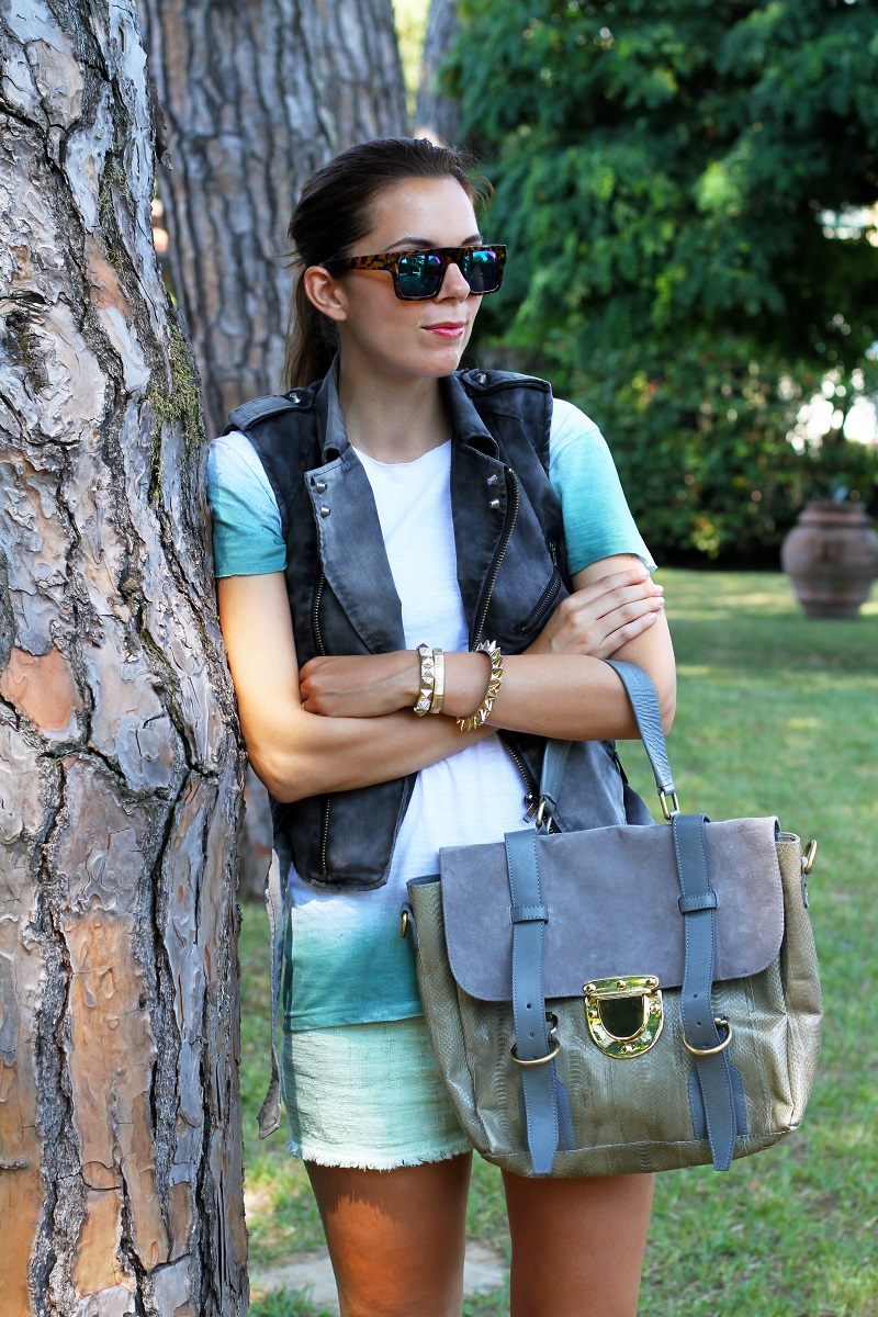 casual look  | shorts verdi | gilet denim | occhiali da sole specchio | borsa su-shi bag 1