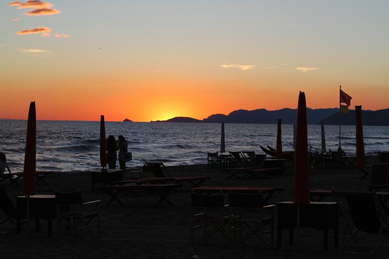 Tramonto forte dei marmi spiaggia versilia  Tramonto | forte dei marmi | versilia | tramonto romantico | tramonto spiaggia 4