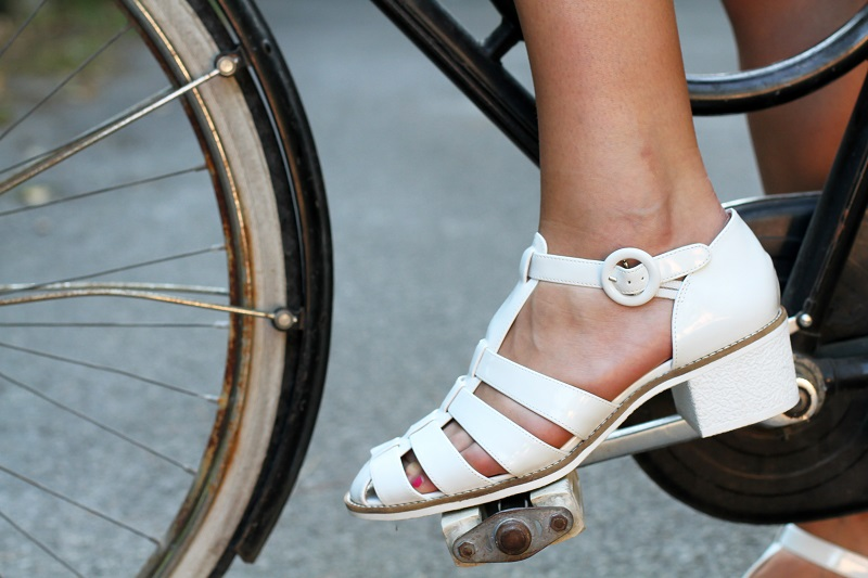 bicicletta |  scarpe mare