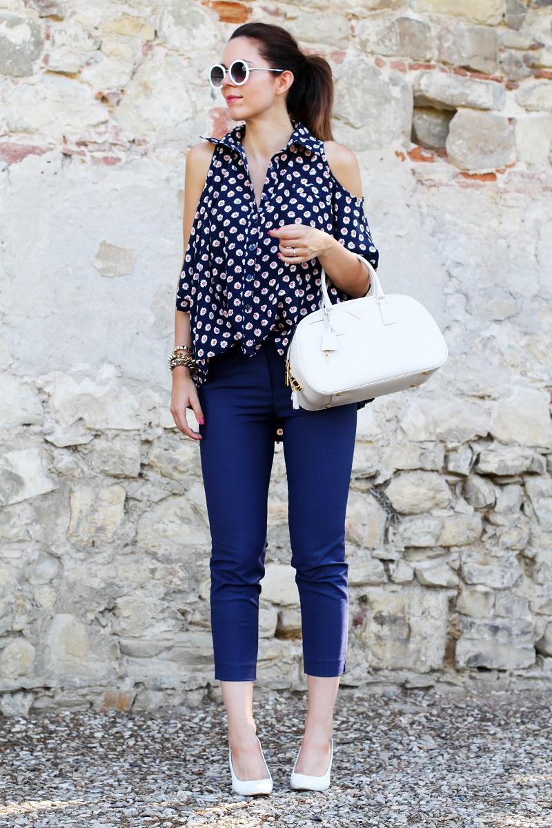 borsa prada | occhiali da sole | camicia spalle scoperte | pantaloni capri | pinocchietti  4