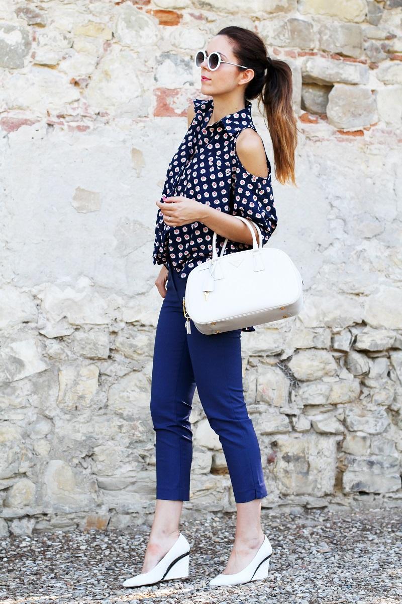 borsa prada | occhiali da sole | camicia spalle scoperte | pantaloni capri | pinocchietti  1