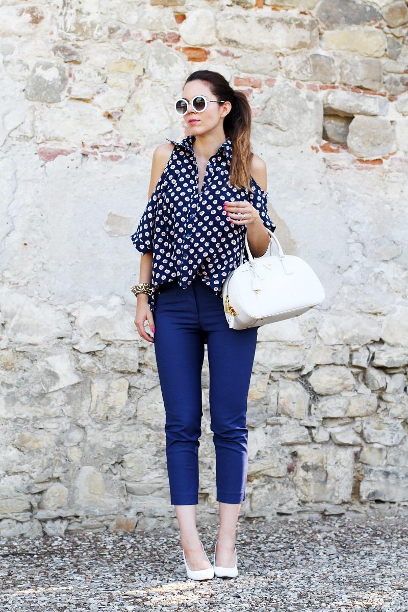 borsa prada | occhiali da sole | camicia spalle scoperte | pantaloni capri | pinocchietti  6