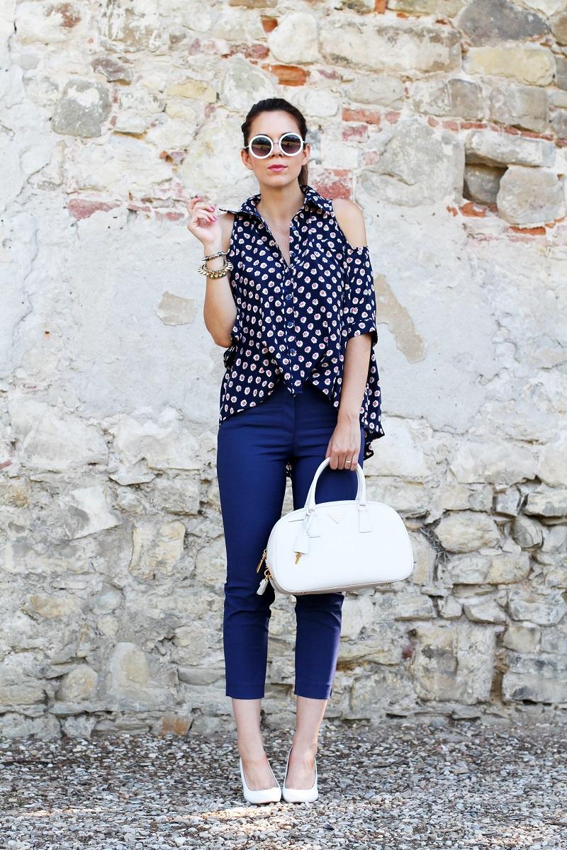 borsa prada | occhiali da sole | camicia spalle scoperte | pantaloni capri | pinocchietti