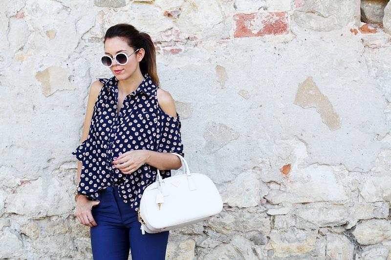 borsa prada | occhiali da sole | camicia spalle scoperte | pantaloni capri | pinocchietti  2