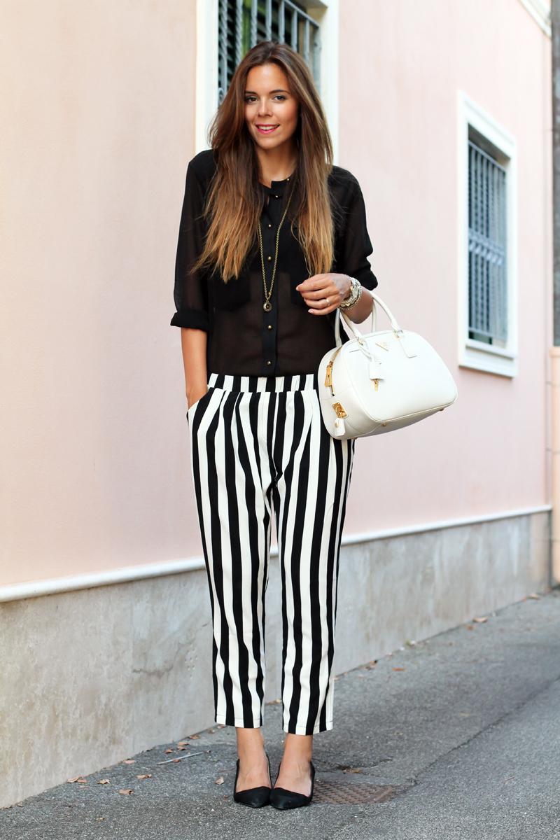 outfit estate 2013 | pantaloni a righe bianche e nere | pantaloni a righe | camicia nera | scarpe zara  1