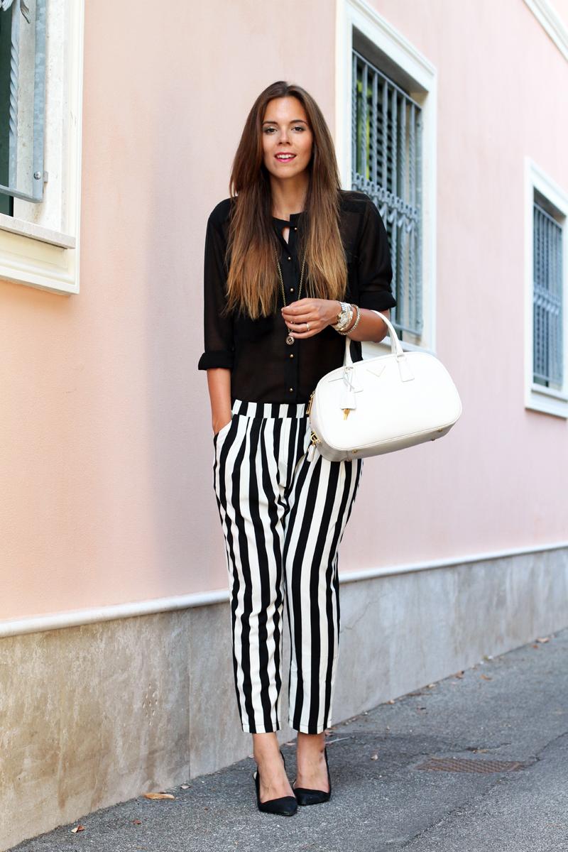 outfit estate 2013 | pantaloni a righe bianche e nere | pantaloni a righe | camicia nera | scarpe zara